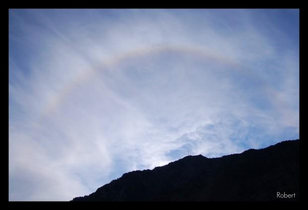 Un débil arco iris en el atardecer, en Andorra la Vella. Foto de Robert