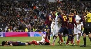Busquets pisa a Pepe