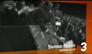 Franco entregando una copa a un jugador del Madrid (TV3).