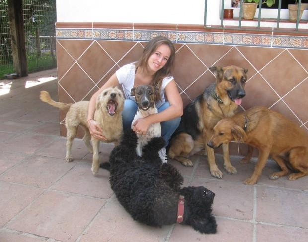 Sonia con sus perros