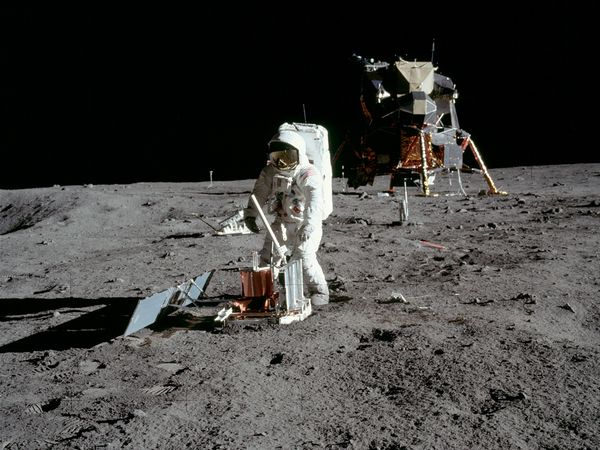 La conspiracion mas grande del siglo XX, viaje a la Luna -http://blogs.20minutos.es/becario/files/2010/10/blog-sinrestos.jpg