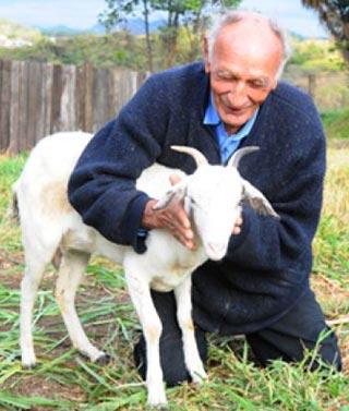 Aparecido y la cabra 'Carmelita'