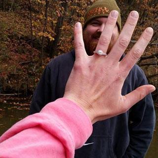 El anillo de compromiso.