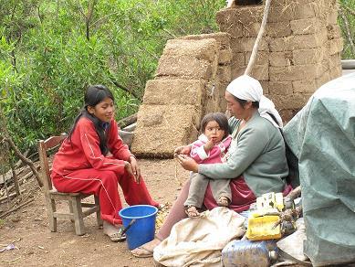 Delicia con su madre y hermano. Foto: Roxana Pintado