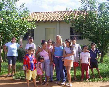Mujeres y niños de Villa Primavera. Foto: Nancy Rojas, AeA Paraguay