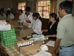 Entrega de medicamentos al hospital. Foto: Roxana Pintado, AeA