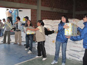 Equipo coordinando la ayuda. Foto: Katherine Argote/AeA