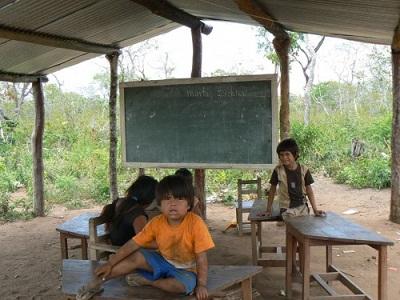 Niños en la escuela. Foto de  Mari Luz Peinado y Eugenia Redondo