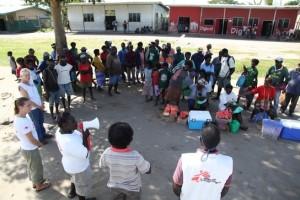 Actividades de sensibilización de MSF aprovechando los mercados de Papúa (© Eddy McCall/MSF)