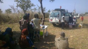 Clínica móvil de MSF a las afueras de Ndélé, en diciembre de 2012 (© Sylvain Groulx).
