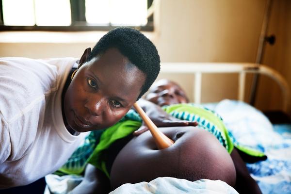 Madeleine James dio a luz a su primer hijo en casa con grandes dificultades. Ahora quiere parir en el hospital de MSF en Yambio (© Anna Surinyach)