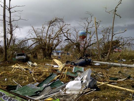 El aeropuerto de Tacloban, en la isla de Leyte (© Yann Libessart)