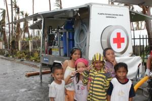 Niños en Tacloban, Filipinas. (Cruz Roja).