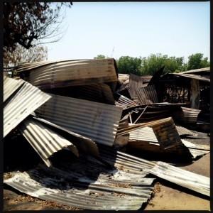 Estructuras de uralita completamente destruidas. © Michael Goldfarb/MSF