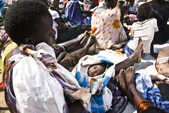 Nefisa John con su bebé de pocas semanas. © Jake Simkin/MSF