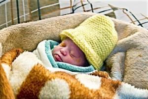 """Bebé recién nacido en el campo de refugiados sirios de Za'atari, Jordania. """"Quiero que mi niño crezca en Siria"""", dice su madre. (Unicef)"""