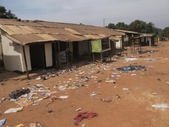 La ciudad de Bocaranga desierta tras los saqueos. La mayoría de las localidades de la ruta Bozoum – Bossemptele – Bocaranga habían sido incendiadas. Fotografía: MSF