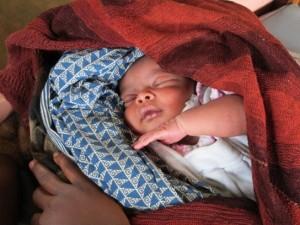 Recién nacido en la maternidad de Kalonge. Foto: Fernando Calero/MSF