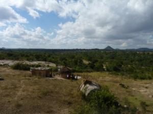 La casa de Lorraine Zemba está situada a 7 kilómetros del centro de salud más cercano. Foto: Solenn Honorine/MSF