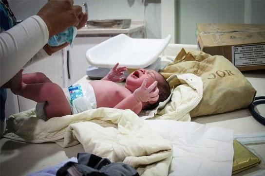 Ayla Hamdo, nacido el 4 de agosto, fue el primer bebé de la nueva maternidad. Su peso al nacer fue de 3,2 kg y su estatura de 52 cm. Copyright: Gabrielle Klein/MSF
