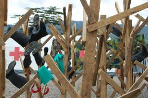 Secadero de botas y gafas de los equipos EPI en el Centro de Tratamiento del Ébola (CTE) de Cruz Roja en Kenema, Sierra Leona.