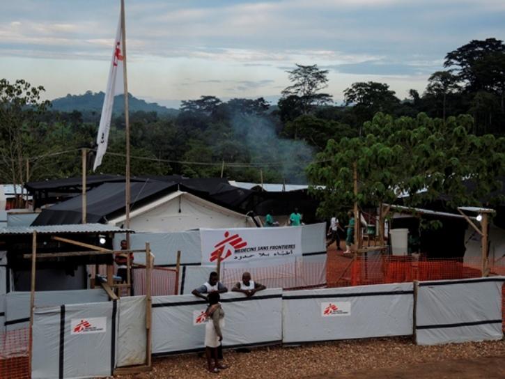 Centro para pacientes de Ébola de MSF en Kailahun, Sierra Leona. Fotografía: Magali Deppen/MSF