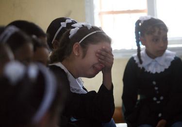 """""""No puedo cantar. Pienso en mi padre y mi hermana que están muertos. Me siento culpable"""", dice Shaima, que perdió a su padre y su hermana menor en un bombardeo en Gaza. (© UNICEF Gaza/2014/El Baba)"""