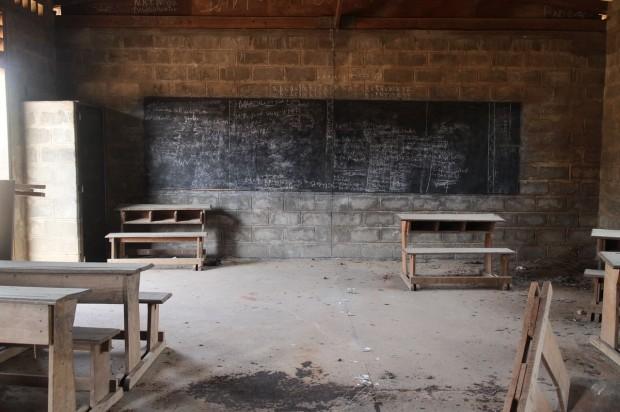 Una clase en la República Centroafricana abandonada debido a la inseguridad. © UNICECAR / 2014 / Kim