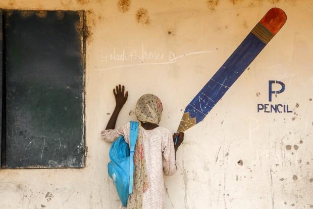 Aisha, de 13 años, en un campamento para personas desplazadas en Yola, la capital del estado de Adamawa. (UNICEF/NYHQ2015-0477/Esiebo)