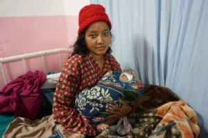 Bagwati Khadka, de 21 años, madre primeriza después del terremoto