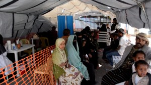 Desplazados internos en la escuela de Al- Salam, en Khamer, distrito de Amran. Los desplazados que llegaron a Khamer venían de las regiones de Sanaa, Sada, Taiz y Aden. Más de 30 familias llevan viviendo en esta escuela durante más de dos semanas. Fotografía: Malak Shaher/MSF