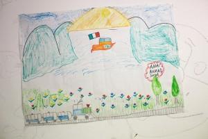 Dibujo realizado por Ahmad de Siria, niño de 10, con la ayuda del personal de MSF en el Centro de Recepción en Pozzallo. MSF trabaja dentro del centro respondiendo a las necesidades médicas y humanitarias de los migrantes, refugiados y solicitantes de asilo político.