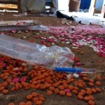 Las instalaciones, el hospital y la farmacia de MSF fueron saqueados y así se encontraban el 28 de mayo 2015 después de que la lucha llegara hasta el condado de Melut, en el estado del Alto Nilo, en Sudán del Sur. Algunos pacientes que reciben tratamiento para enfermedades como el VIH, la tuberculosis y el kala azar se vieron obligados a interrumpir su tratamiento, lo que podría dar lugar a resistencia a los medicamentos y ser fatal. Foto: Miroslav Ilic/MSF