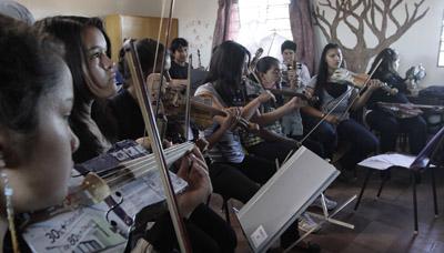 Niñas de la Orquesta de Instrumentos Reciclados de Cateura. Foto: Ecoembes