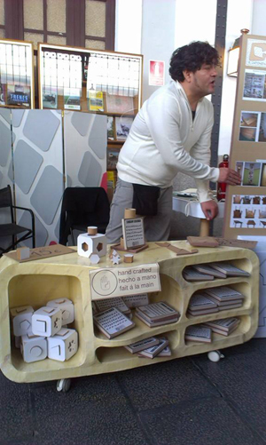 Robert Rojas, en su stand del Mercado de Motores de Madrid