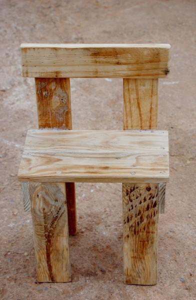 Muebles hechos a mano y reciclados capeando la crisis for Reciclado de muebles y objetos