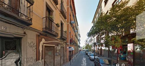 Vista del mercadillo en la calle Espíritu Santo, de Madrid