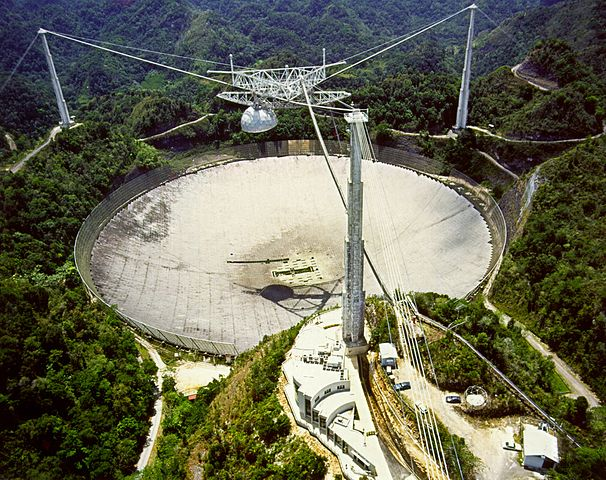 El Observatorio de Arecibo, en Puerto Rico, fue construido en 1960.