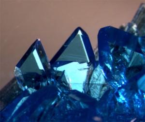 Los cristales son sólidos donde los átomos están colocados de forma ordenada / Josefina Perles Hernáez (FOTCIENCIA11)