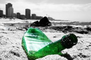 Con el calor, los crisstales se transforman en líquidos, pero los vidrios, como es el caso de las botellas, se reblandecen / A. Foncubierta (Flickr)