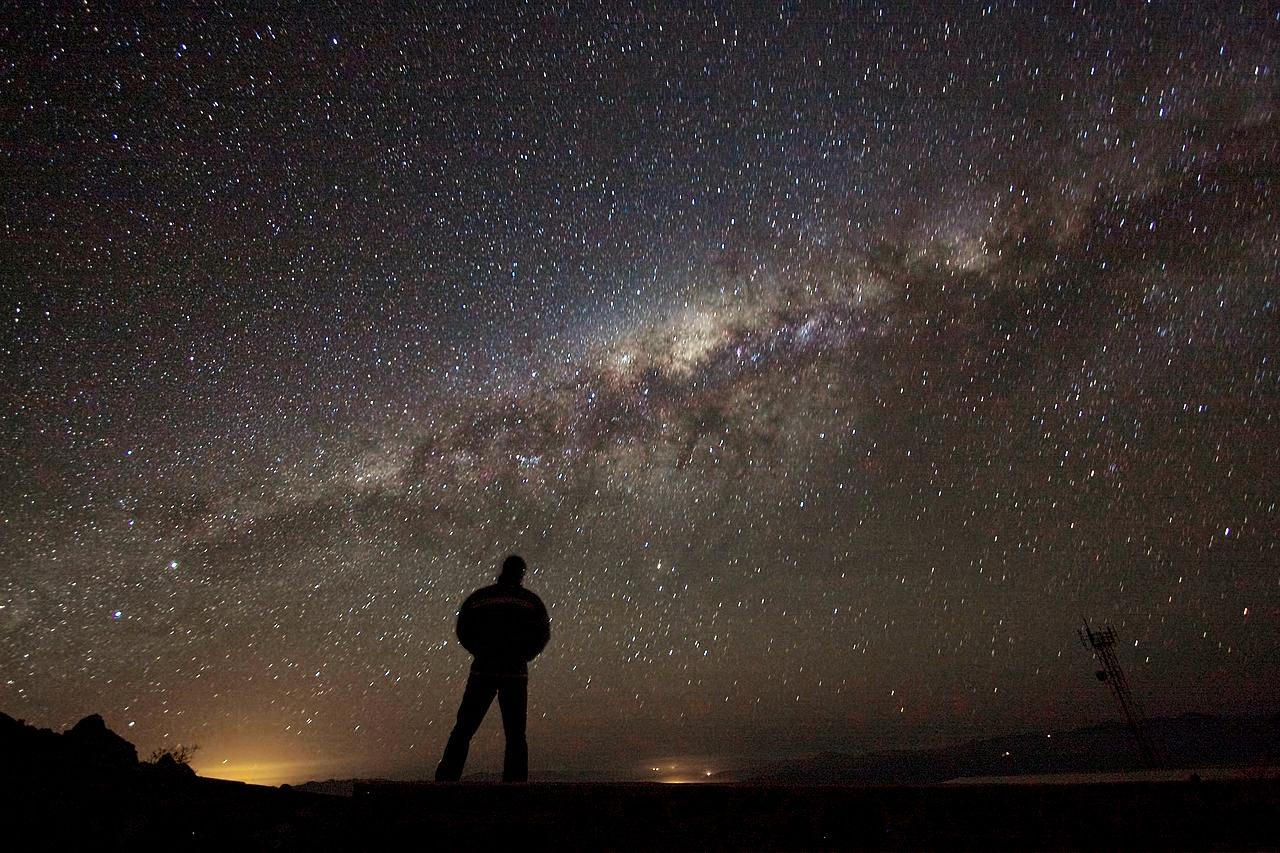http://cdnb.20m.es/ciencia-para-llevar-csic/files/2015/04/Admiring_the_Galaxy.jpg