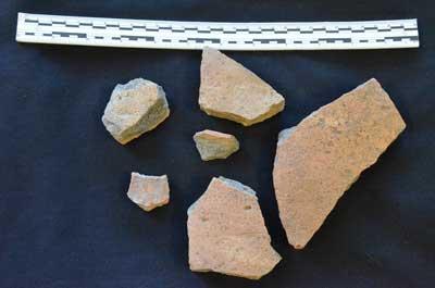 Fragmentos de cerámica española hallados por los arqueólogos en Omaha, Nebraska. David Hill.