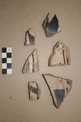 Piezas de cerámica del suroeste halladas en El Cuartelejo y expuestas en el Museo de Antropología de la Universidad de Kansas. Sarah Trabert.
