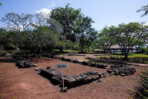 Ruinas de la iglesia de La Isabela. Atomische Tom Giebel.
