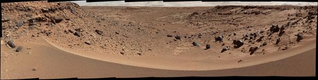 Marte, ¿planeta muerto o ecosistema virgen? Solapamiento de imágenes de un valle marciano obtenidas por el robot 'Curiosity' en enero de 2014. NASA / JPL-Caltech / MSSS.