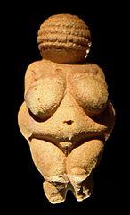 La Venus de Willendorf, hallada en 1908 en Austria. Foto de Matthias Kabel / Wikipedia.