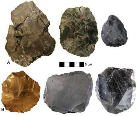 La evolución tecnológica en el yacimiento armenio de Nor Geghi 1. Arriba, bifaces achelenses. Abajo, núcleos de Levallois. Foto de Daniel S. Adler.