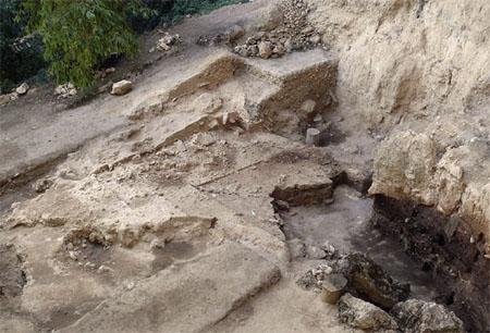 Excavación en la cueva de El Salt, en Alcoy (Alicante). Foto de Garralda et al., Journal of Human Evolution.