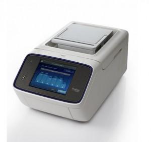 Un moderno termociclador, el ProFlex de Applied Biosystems. Su precio, 8.770 euros. Imagen de Life Technologies.