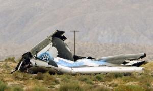 Restps de la nave de Virgin Galactic SpaceShipTwo tras su accidente sobre el desierto de Mojave (EE. UU.).